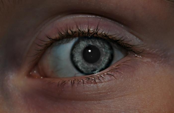 Wat doe je bij een vuiltje in het oog