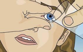 Hoe spoel je je oog met water?